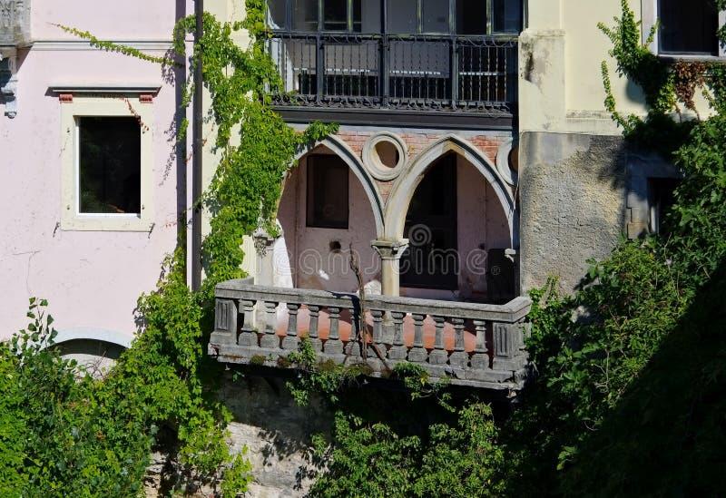 Typisk balkong i Italien arkivbild