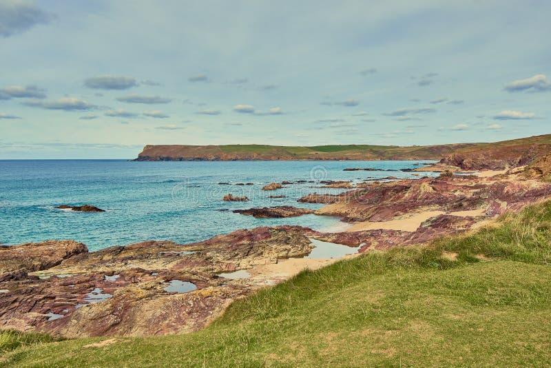 Typisk corniskt landskap nära Polzeath, Cornwall arkivfoto