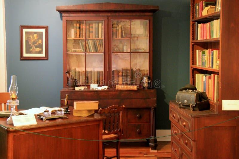 Typisk Dr 's-kontor under de tidiga dagarna av sjukdomen och medicin, tegelstenlagermuseum, Maine, 2016 arkivfoton