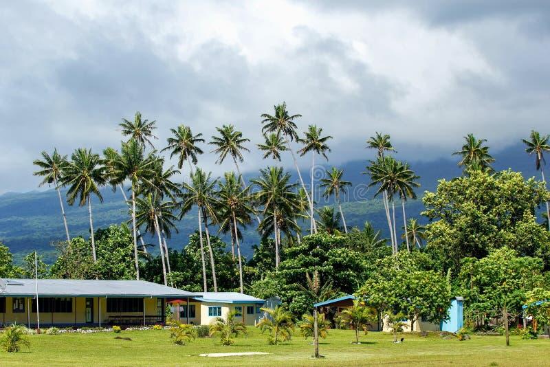 Typisk fijianhus i den Lavena byn på den Taveuni ön, Fiji royaltyfria bilder