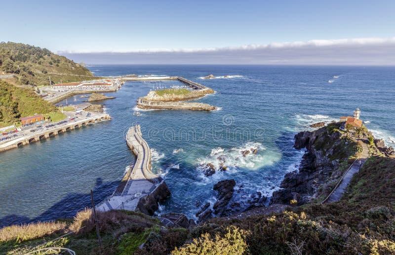 Typisk fiskeport i Cudillero, Asturias, Spanien fotografering för bildbyråer