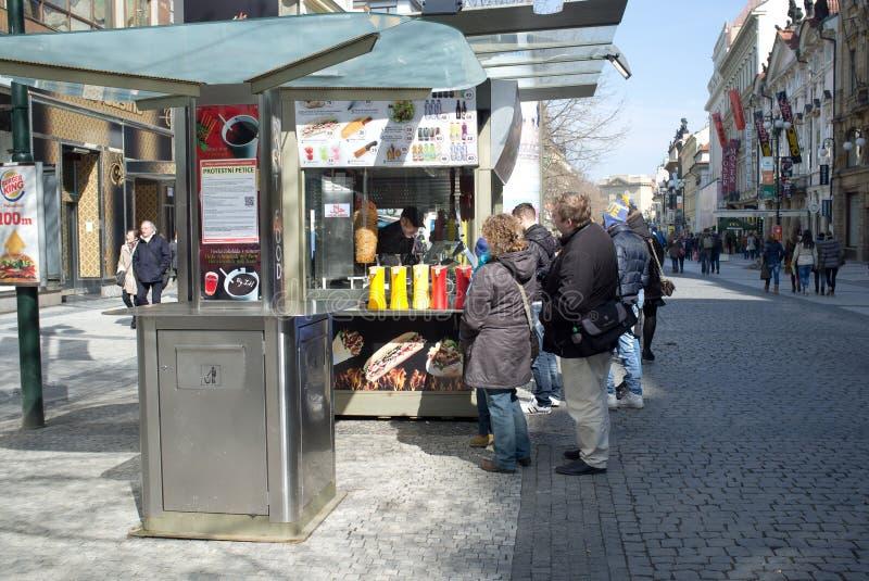 Gastronomiskt stativ i Prague arkivbilder