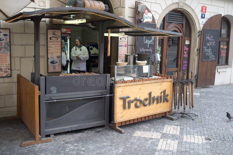 Gastronomiskt stativ i Prague royaltyfria bilder