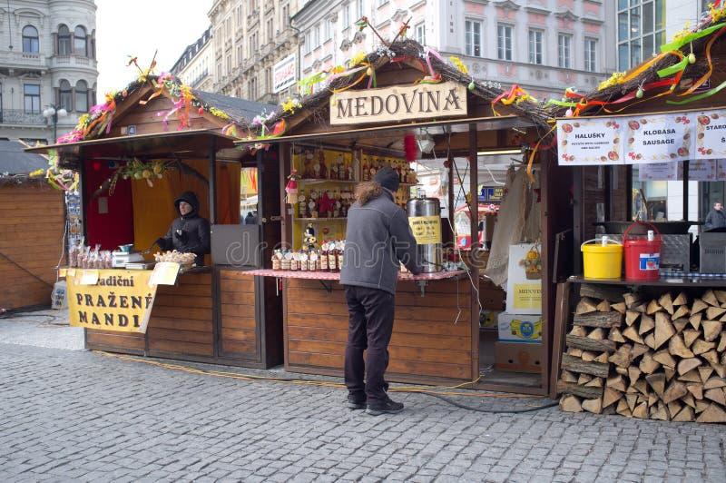 Gastronomiskt stativ i Prague royaltyfri bild