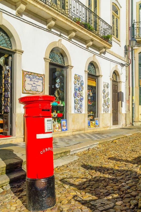 Typisk gata i Coimbra royaltyfri fotografi