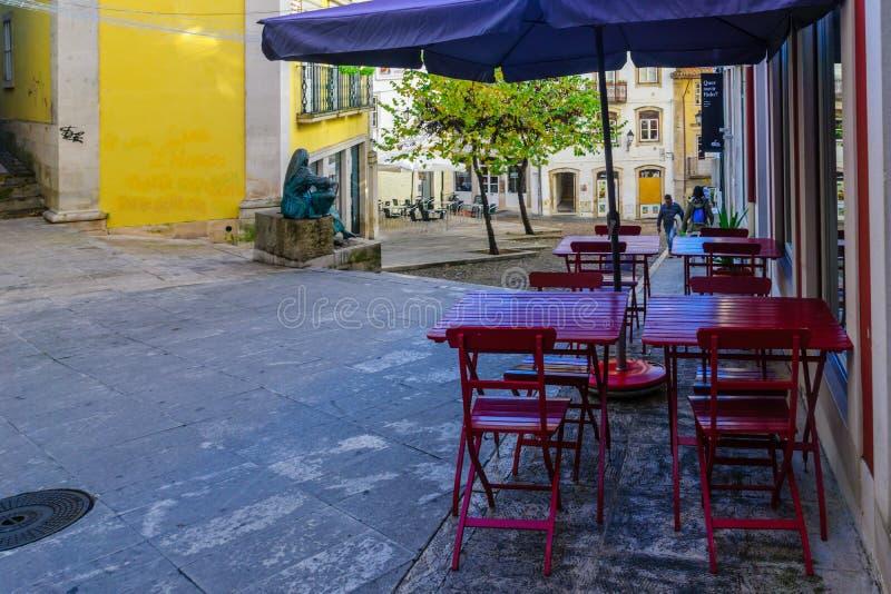 Typisk gata i Coimbra arkivbilder