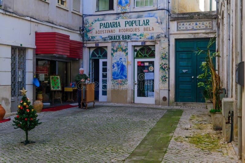 Typisk gata i Coimbra arkivfoto