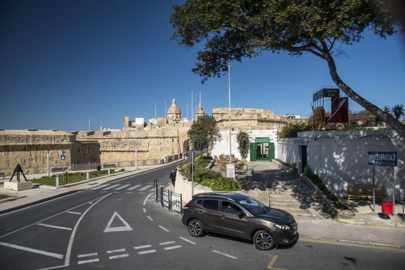 Typisk gataplats i Valletta Malta fotografering för bildbyråer