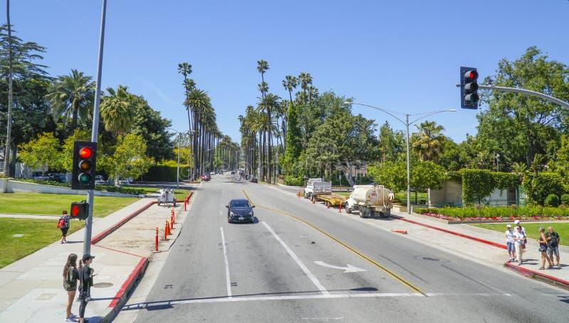Typisk gatasikt i Beverly Hills - LOS ANGELES - KALIFORNIEN - APRIL 20, 2017 royaltyfri bild