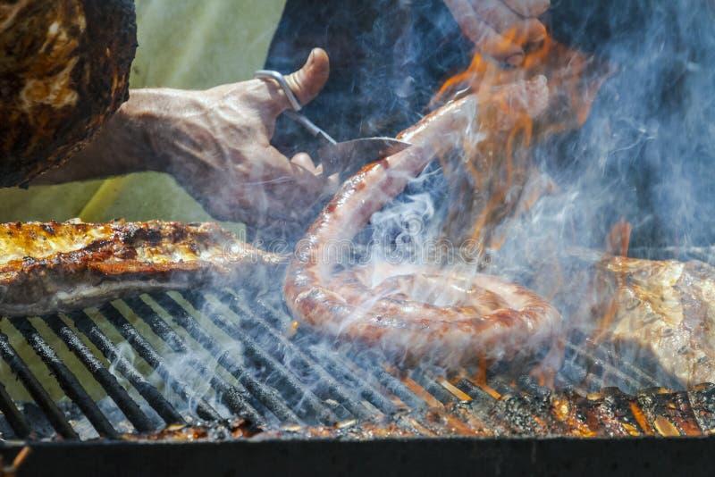Typisk grillad kött och butifalla i Catalonia, Spanien grillfester arkivfoton