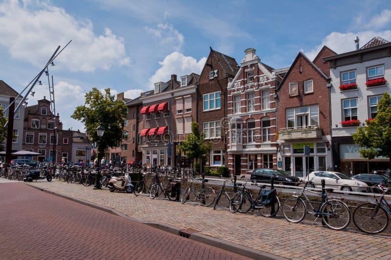 Typisk holländsk arkitektur av det Den Bosch centret royaltyfria bilder