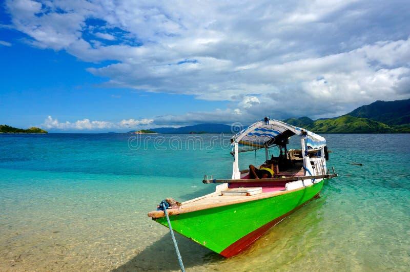 Typisk indonesiskt fartyg Flores royaltyfri foto