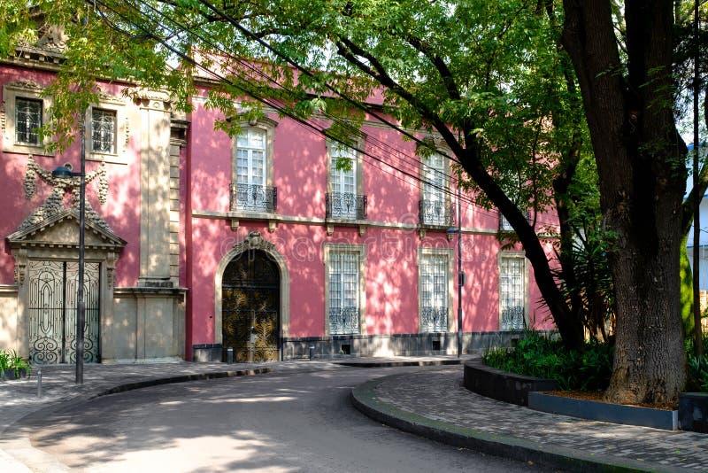 Typisk jugendstilhus på Colonia Roma i Mexico - stad royaltyfri fotografi