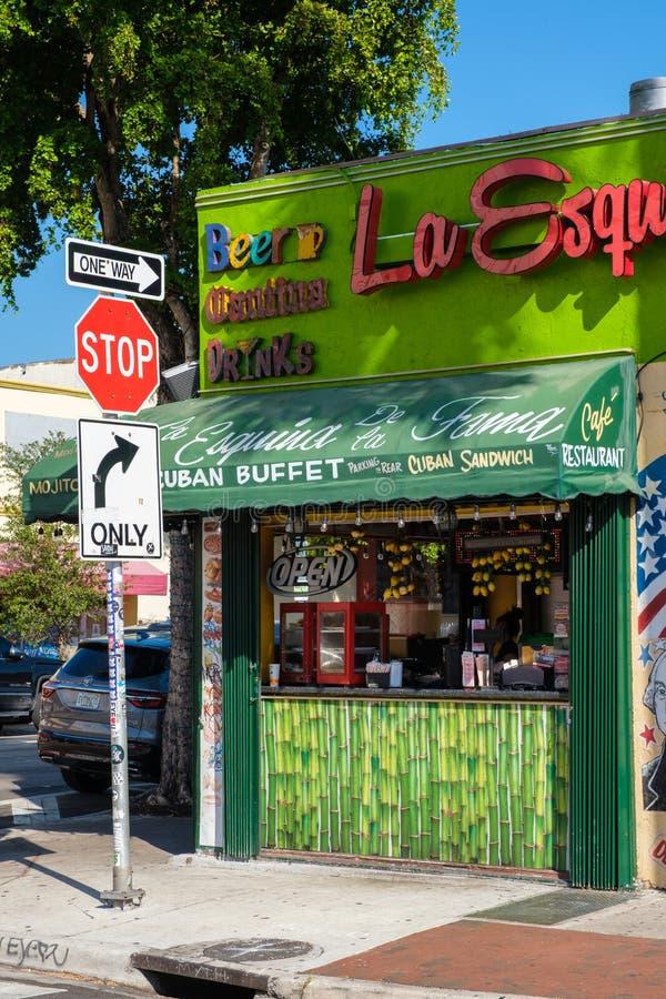 Typisk kubansk restaurang i den lilla havannacigarren, Miami arkivfoto