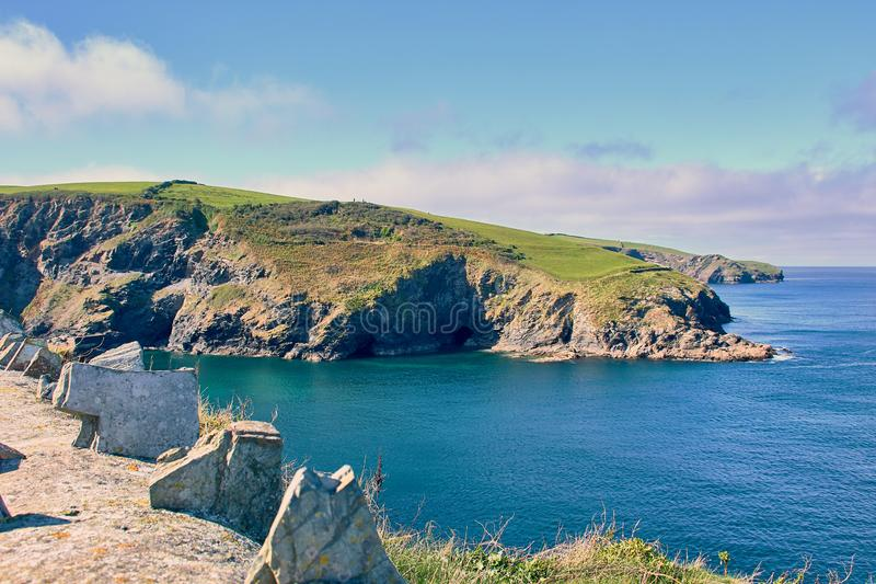 Typisk kust i norr Cornwall, England royaltyfria bilder