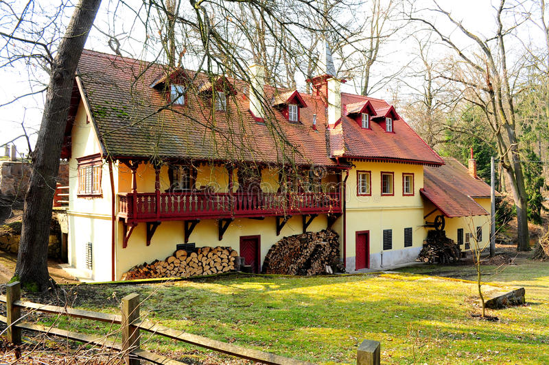 Typisk landsgods nära Prague arkivbild