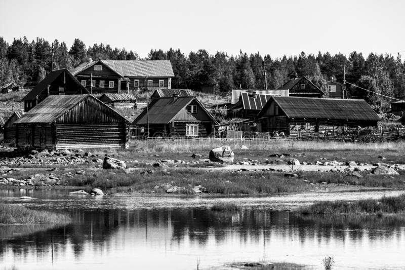Typisk lokal liten rysk by, republik av Karelia royaltyfria foton