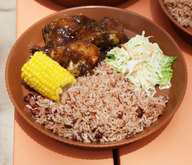 Typisk lokal mat på karibiska öar royaltyfri fotografi