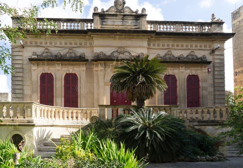 Typisk maltesisk villafasad arkivbild