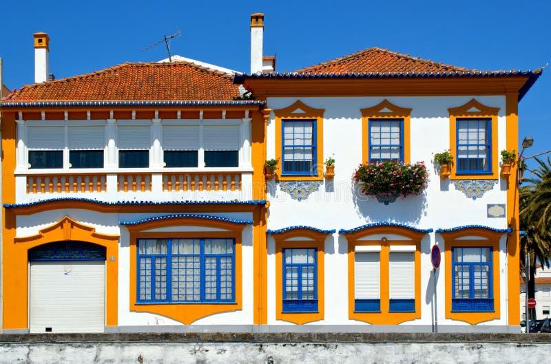 Typisk portugisiskt hus i Aveiro arkivbilder