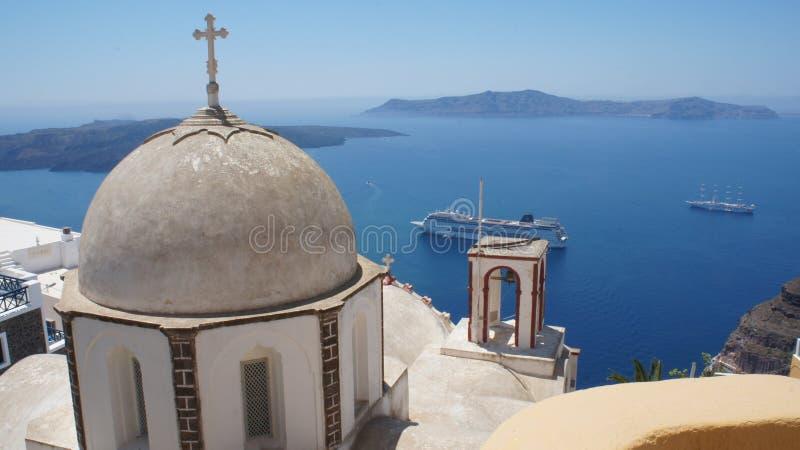 Typisk Santorini kyrka royaltyfri fotografi