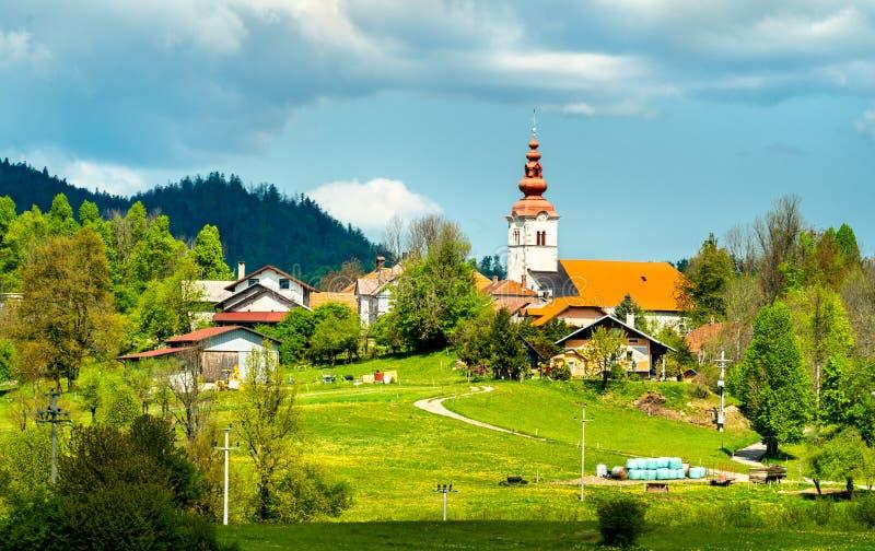 Typisk slovenian kyrka i Gorice fotografering för bildbyråer