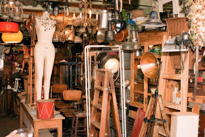 Typisk stall på den berömda loppmarknaden i Jaffa. arkivbilder