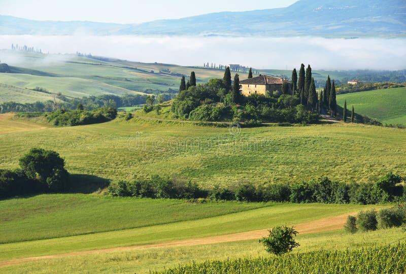 Typisk tuscan liggande italy royaltyfri fotografi