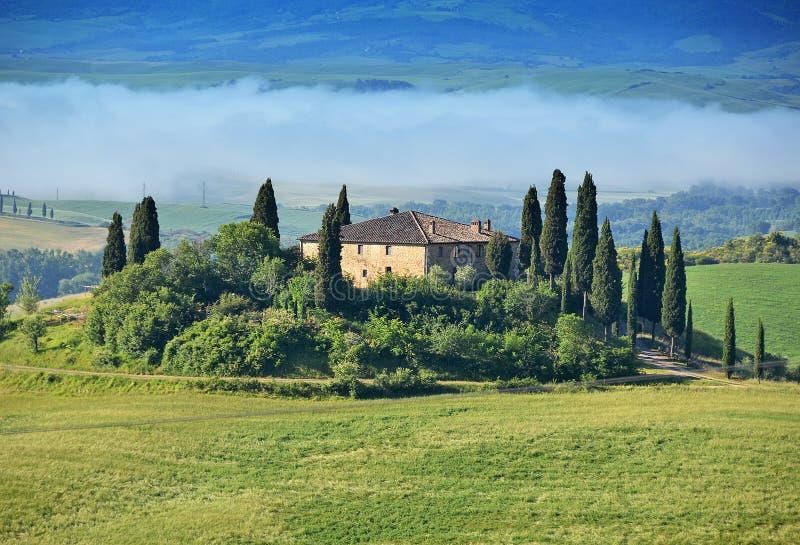 Typisk tuscan liggande italy royaltyfri foto