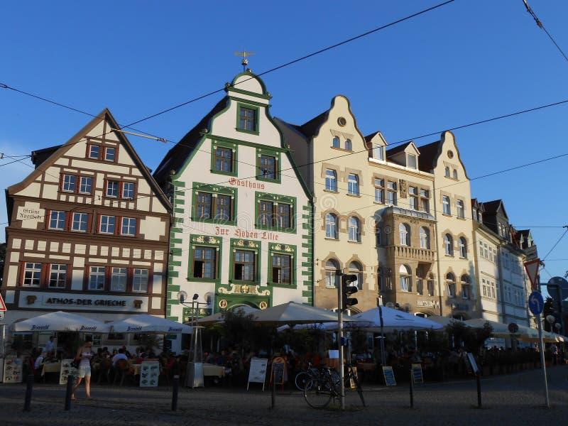 Typiska byggnader på en fyrkant i Erfurt, Tyskland royaltyfri bild