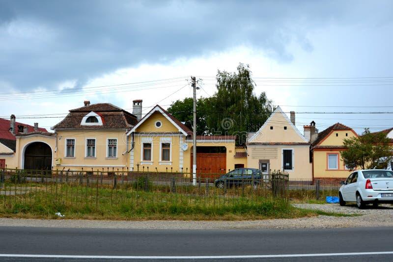Typiska hus i byn Vulcan, Transylvania royaltyfria bilder
