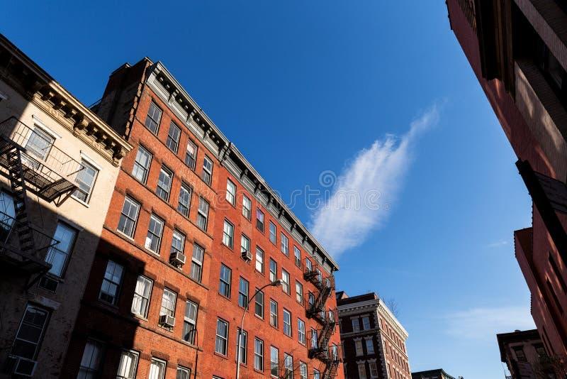 Typiska New York City hyreshusar royaltyfri foto