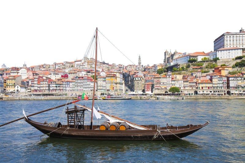 Typiska portugisiska tr?fartyg, i portugisiska kallade barcosrabelos som anv?nds tidigare f?r att transportera det ber?mda portvi royaltyfria bilder