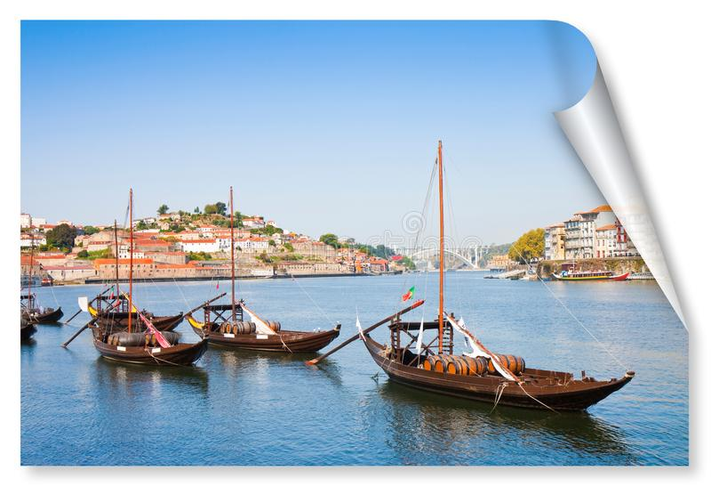 Typiska portugisiska träfartyg som kallas barcosrabelos som används tidigare för att transportera det berömda portvinet Porto-Opo royaltyfri fotografi