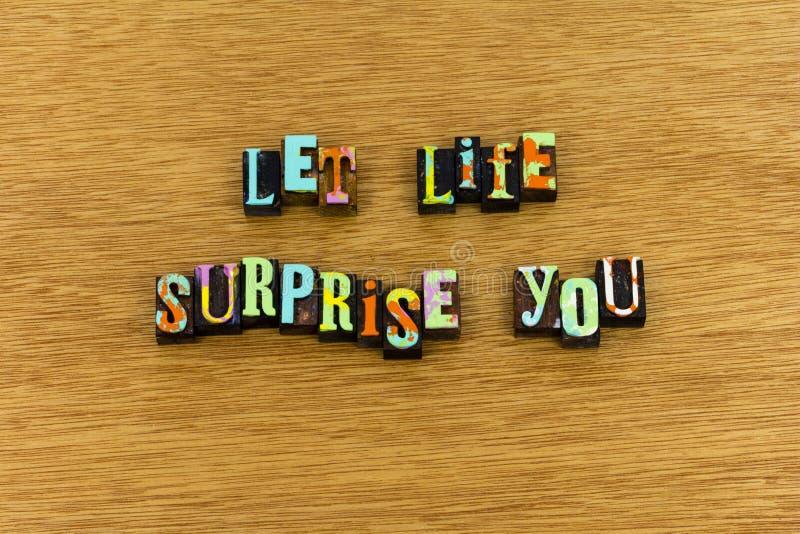 Typographie bienvenue d'amour de joie de surprise de la vie photos stock