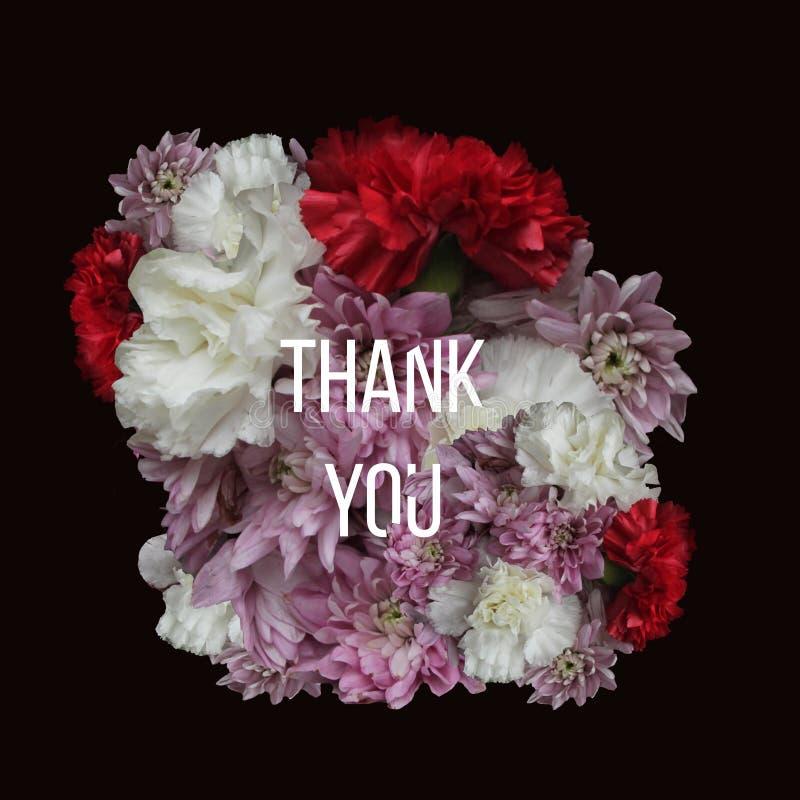 Typographie florale Les fleurs sur le fond foncé avec le texte vous remercient photo stock