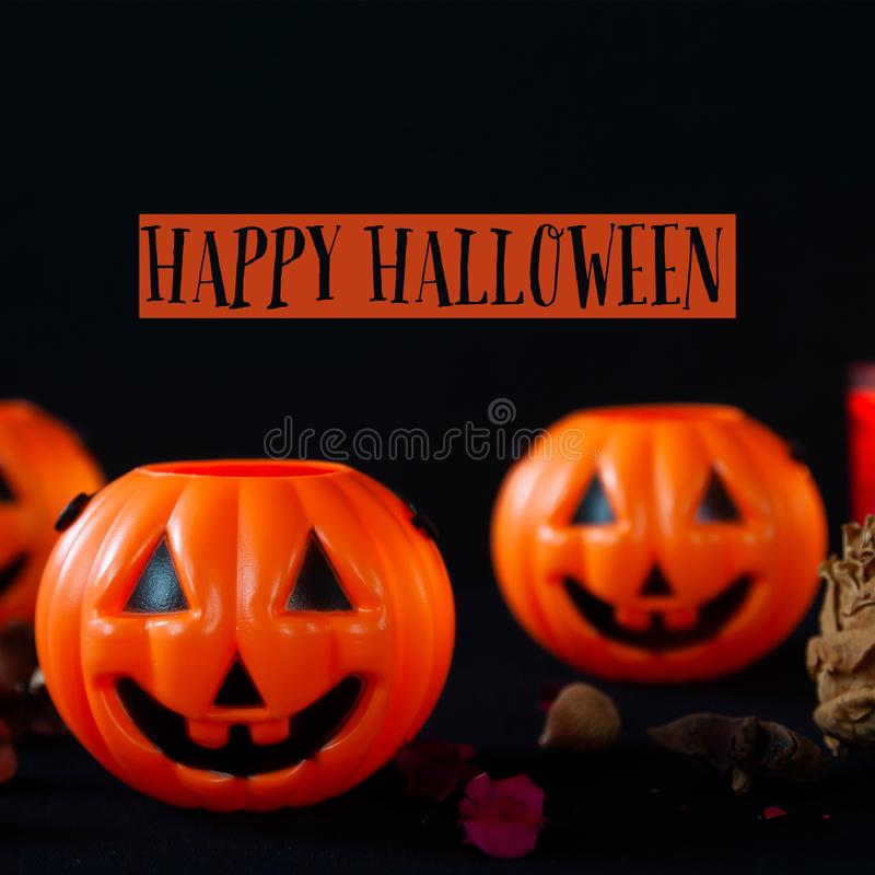 Typographie heureuse de Halloween avec le potiron images stock