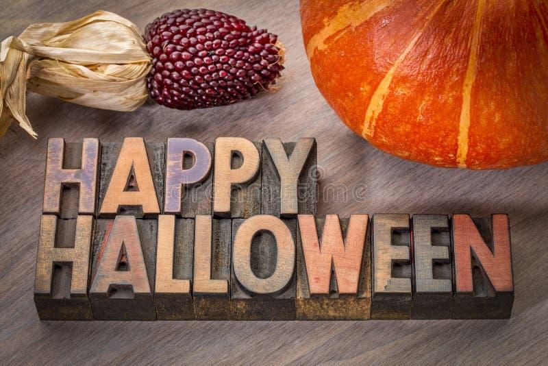 Typographie heureuse de Halloween dans le type en bois image stock