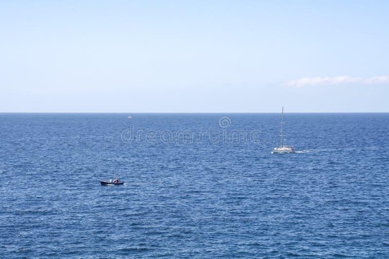 Typowa denna scena z łodziami zdjęcia royalty free