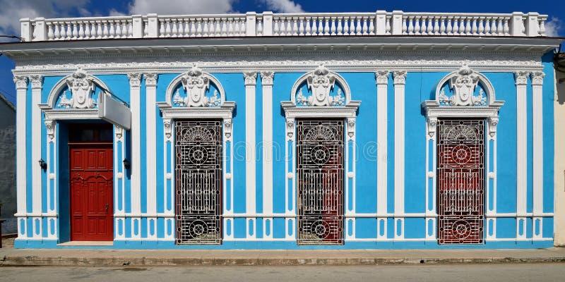 Typowa kolonialna Kubańska architektura w Sancti Spiritus obraz royalty free