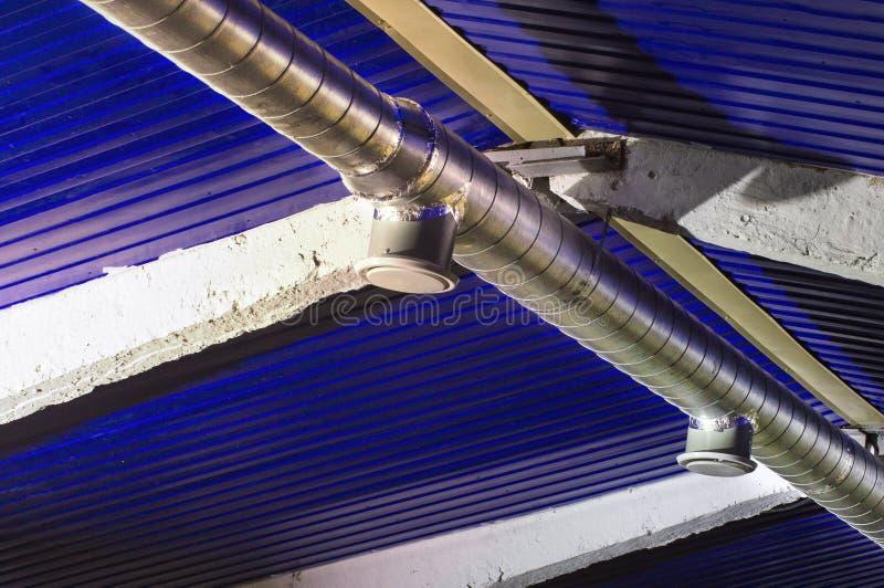 Typowa ujście wentylacja i centrali wentylacji kanał Round galwanizował stalowego kanał łączy typowy dyfuzor zdjęcie stock