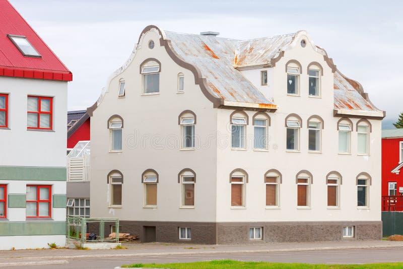 Typowa ulica Akureyri śródmieście obraz stock