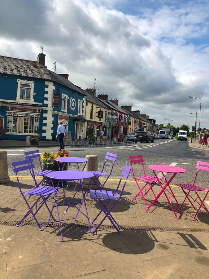 Typowa ulica w Adare, okręgu administracyjnego limeryk, Irlandia fotografia royalty free
