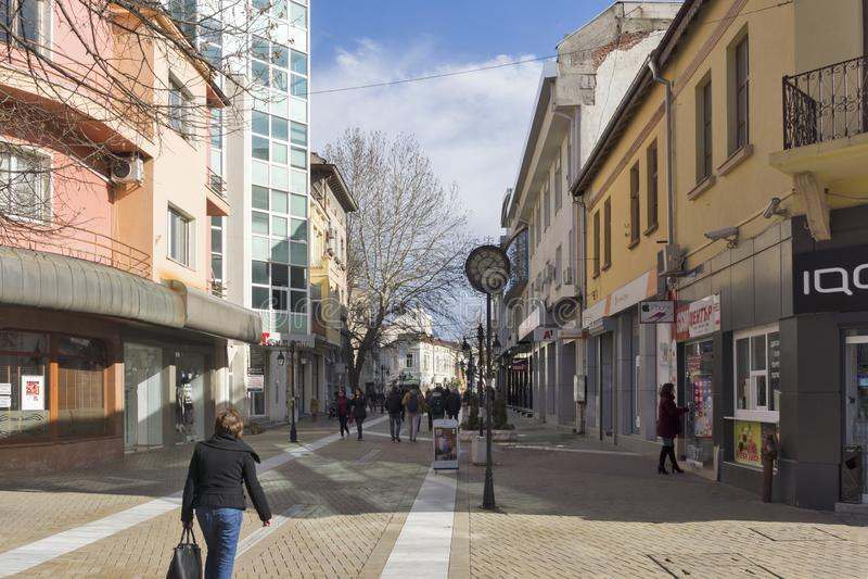 Typowa ulica w centrum miasto Haskovo, Bułgaria zdjęcia stock