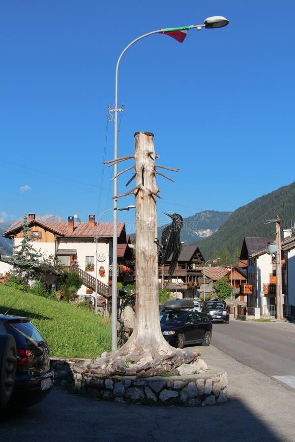 Typowa ulica w Rocca Pietore, Veneto, Włochy zdjęcia royalty free