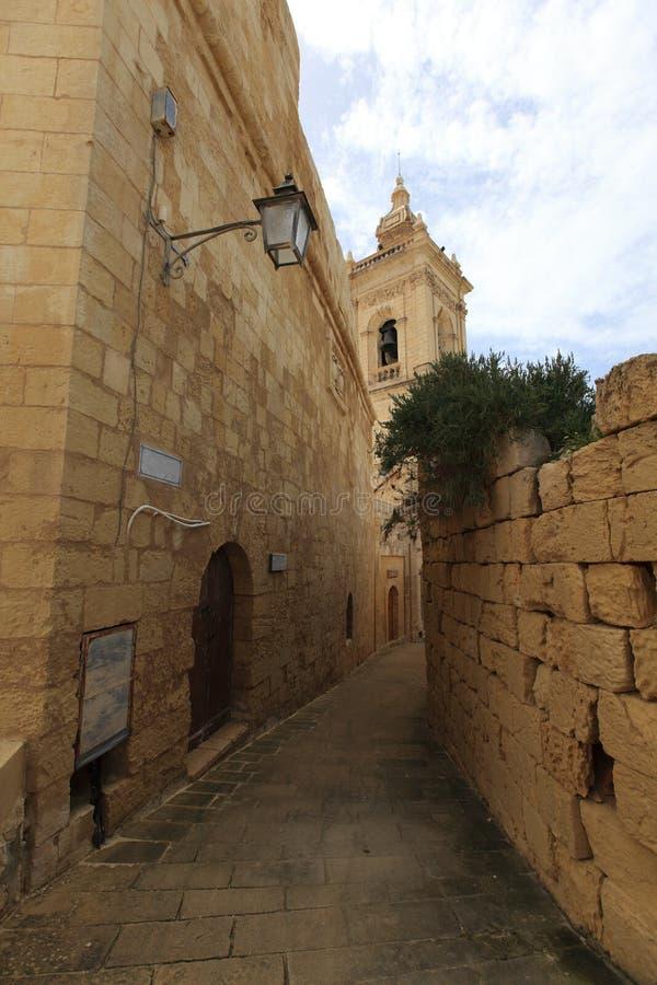 Typowa wąska ulica w Malta zdjęcie stock