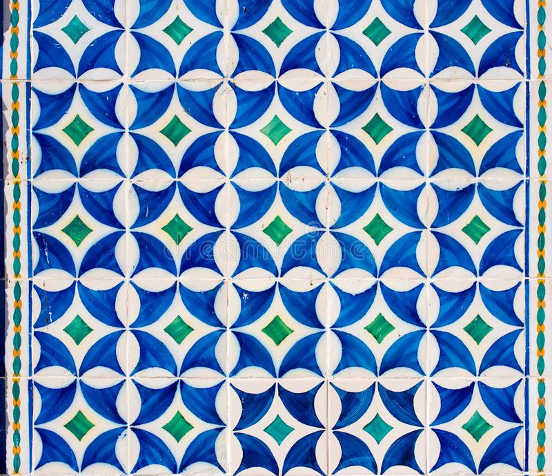 Typowe portuguese ceramiczne płytki na ścianie w Lisbon obrazy royalty free