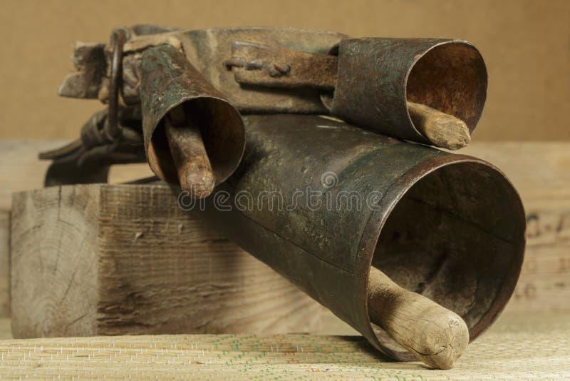 Typowi cowbells używać w shepherding i bydlęciu od antycznych czasów zdjęcia royalty free