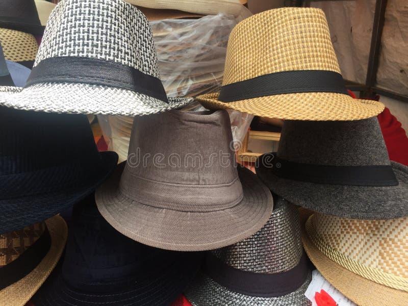 Typowi ecuadorian kapelusze od sierry w różnych colours obraz royalty free