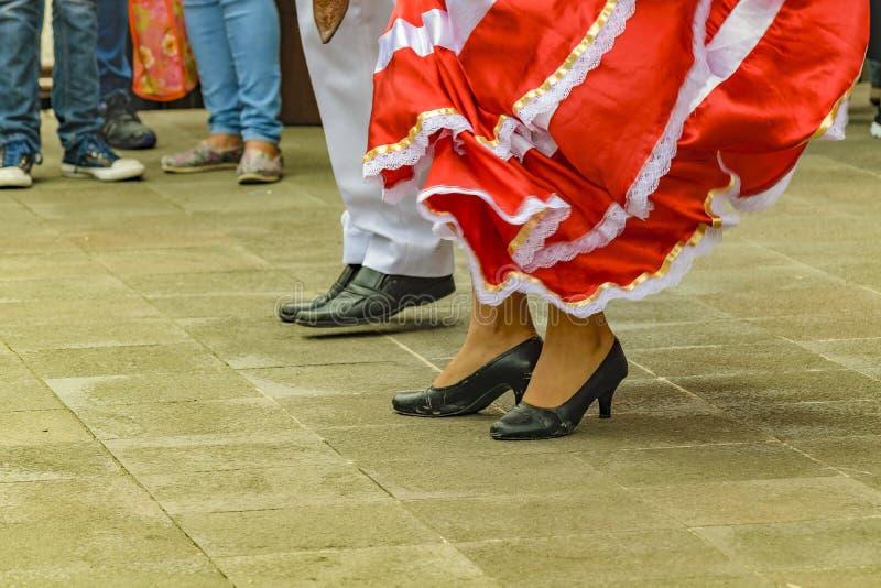 Typowi Ekwadorscy tancerzy cieki obraz royalty free